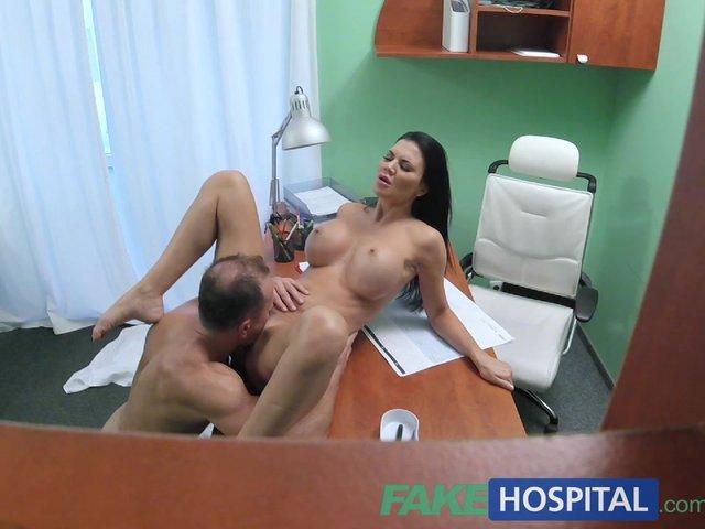 Порно в больнице у врача