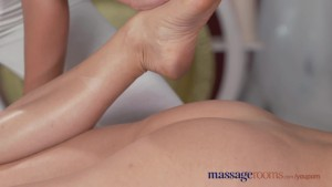 Massage Rooms Horny young lesbian gives MILF a good finger fucking