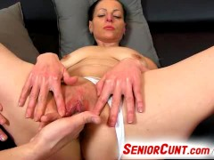 Czech mature Renate gets horny during pussy fingering