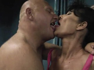 Teen Mature video: Mamma l orco mi tocca!