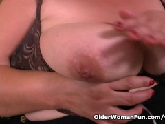 Picture BBW milf Carmen hides vibrating egg in panty...
