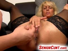 Picture Lady Koko a mature vagina fingering zoomed i