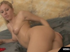 Reachel In Bodyoil Hot Teen Masturbate