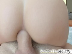 Picture Asstraffic curvy babe in closeup anal action