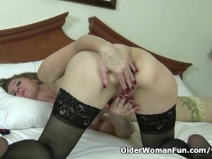 Picture American milf Lacy needs to rub one out
