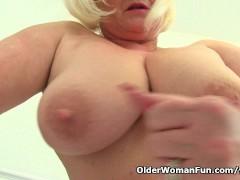 Picture British granny Lacey Starr fucks a dildo