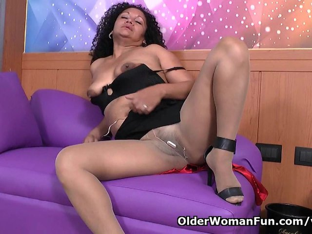 Latina milf Sharon needs to get off after work