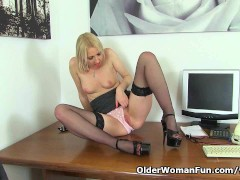 Picture British milf Tracey Lain needs getting off