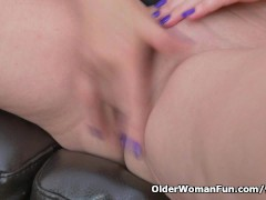 Picture Blonde milf Velvet Skye drips her pussy juic...