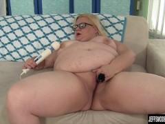 Picture BBW slut Joanna Roxxx fucks herself until sh...