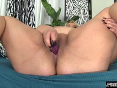 Picture Chubby beauty Jade Rose masturbates