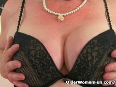 Picture British granny Claire Knight is pleasuring h...