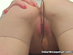 Picture British milf Tracey Lain fingers her pussy a...