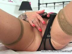 Picture UK gilf Camilla lets a pocket vibrator hum a...