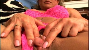 Mature latina fingers her pussy for us