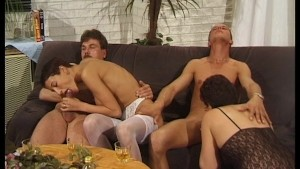 Two dudes get thier cocks sucked