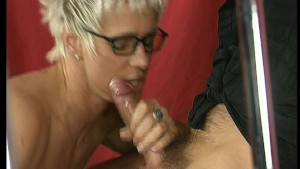 MILF gets her prize all over her face
