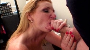 Gets Hot when she sucks Cock (CLIP)