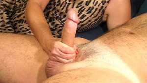 CFNM Handjob – Great Cumshot!