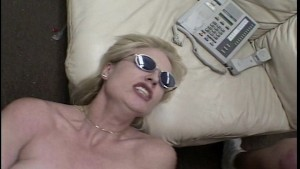 she is so hot she has wear shades (CLIP)