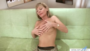 Horny Housewife In Lingerie Fucks Herself