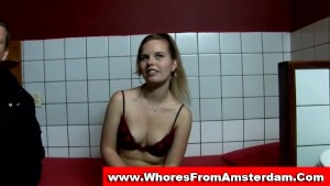 Real amsterdam hooker gives blowjob