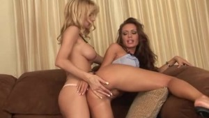 Blondes fingering each other