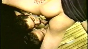 Latino thugs perform double blowjob