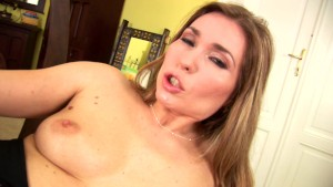 Evelina is a horny MILF
