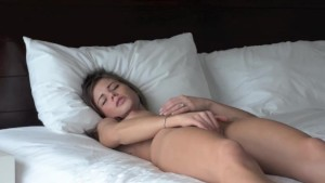 darkhair solo masturbation on bed