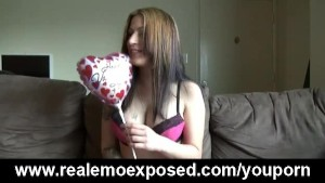 Emo hottie Fingering for her valentine