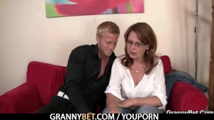 A mom gets her pussy drilled