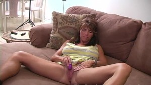 MILF with big lips and clit ha