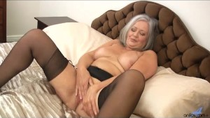 Hot plump granny fucks her wet