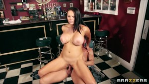 Big-tit brunette Bartender Mac