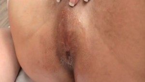 Curvy Bombshell Tranny Wants Rough Anal Bareback