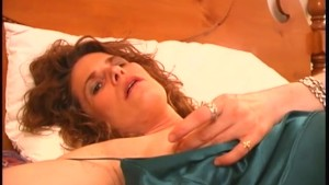 Mature woman masturbates - Bro