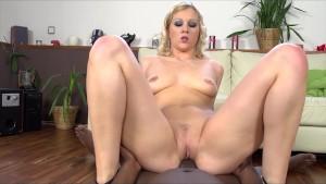 Sandra de Marco shows off her body