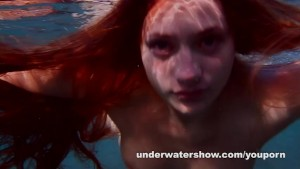 Julia is swimming underwater n
