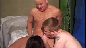 Brunette chick pegs bisexual dudes during 3some - Legend
