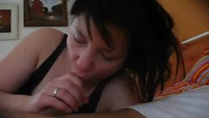Amateur girlfriend blowjob with cumshot in mouth