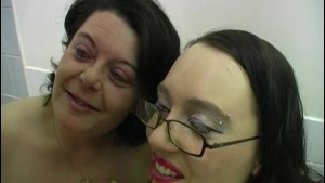 Amateur British facial cumshot