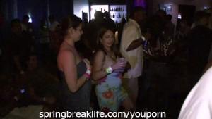 Club Girls Flashing