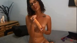 Fit Young Cam Girl Rubs Clit