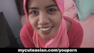 Asian amateur in head scarf sucks then fucks