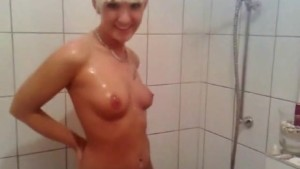 Filming my blonde girlfriend while she takes a shower