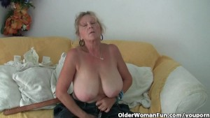 Granny with big tits masturbat