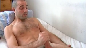 A very sexy french swimmer guy serviced !(huge cock!)