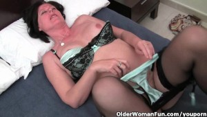 Curvy mature mom in stockings