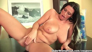 Soccer mom with heavy boobs is dildoing her mature pussy